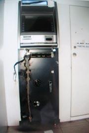 Thủ đoạn mới nhằm cuỗm tiền trong máy ATM